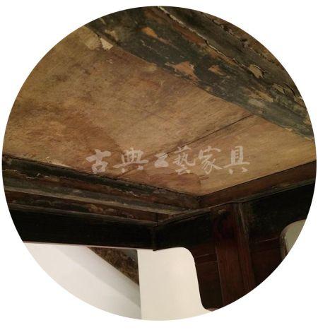 图1-4 桌板的批灰几乎损失殆尽