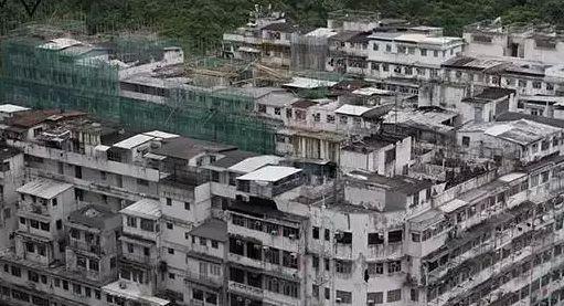 图2 香港的天台屋 图:ALEX OGLE/法新社