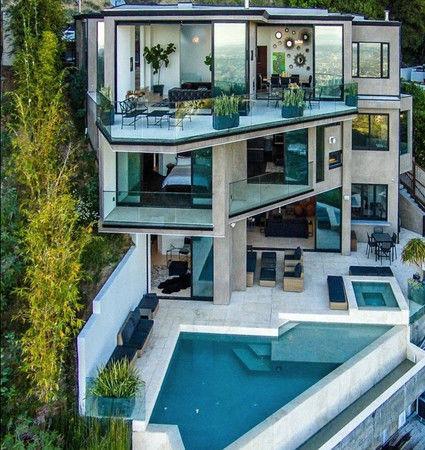 美国宅男靠直播游戏赚钱 买豪宅价值3000万|美