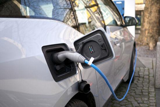 中国新能源汽车为何大而不强