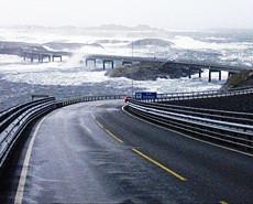 世界上最美最险公路 纵横天海间