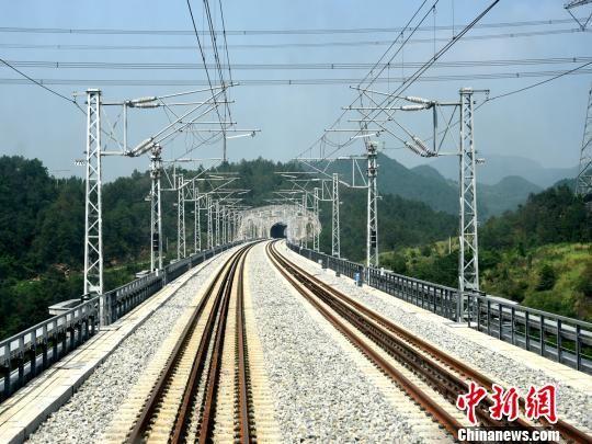 渝贵铁路开始运行试验 开通后重庆2小时到贵阳