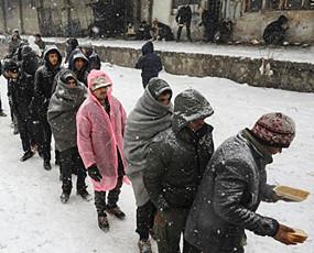 非法移民饥寒中滞留欧盟边境