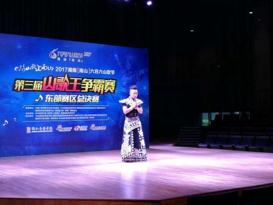六月六山歌节第三届山歌王争霸赛东部赛区决赛现场。易彩虹