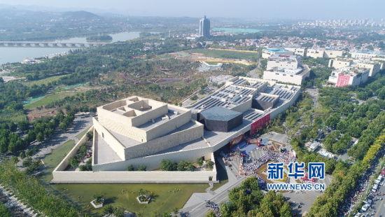 航拍第十四届齐文化节在临淄开幕式现场。(新华网缪俊逸 摄)