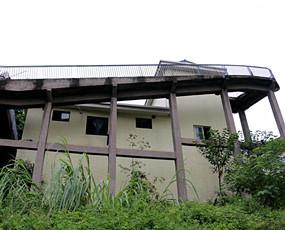 最牛公厕:绝壁悬空50米胆战心惊