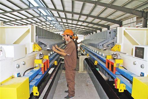 年产30万吨纳米碳酸钙项目第一条生产线顺利投产。