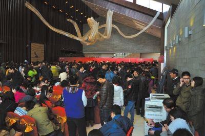 上周日,万科橙开盘现场。京华时记者潘秀林摄