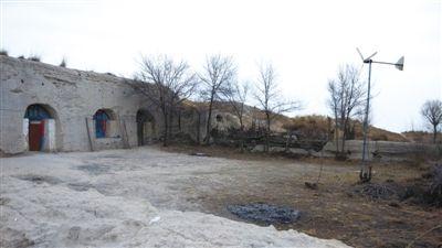 3月11日,红墩界镇的民居。2007年,西安地调中心在红墩界镇、海则滩乡、黄蒿界乡发现700平方公里的煤田。摄影 王健