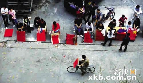 广州节后暂现技工荒数百制衣厂扎推招工忙
