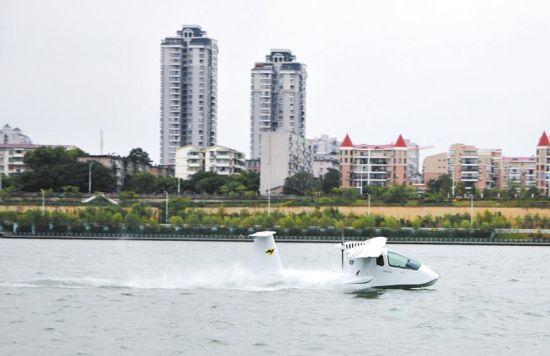 柳州:水上飞机展开试飞