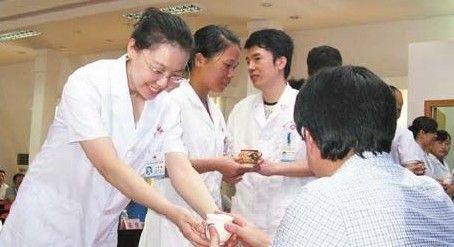 """杏林出新萃 柳州市中医院举行""""拜师礼"""""""