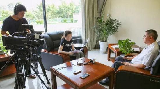 西昌市委书记李俊接受微博县域经济频道专访