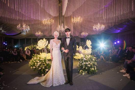 苏州园区金鸡湖凯宾斯基酒店举办户外帐篷婚礼秀