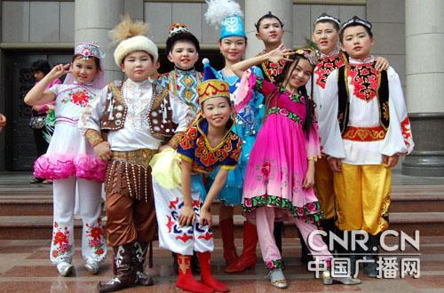 """各民族儿童共庆""""六一""""国际儿童节"""