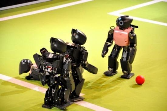 DARwin-OP,可进行机器人足球赛