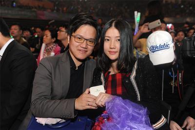 杨坤演唱会广州小伙浪漫求婚 珂兰钻石天生一