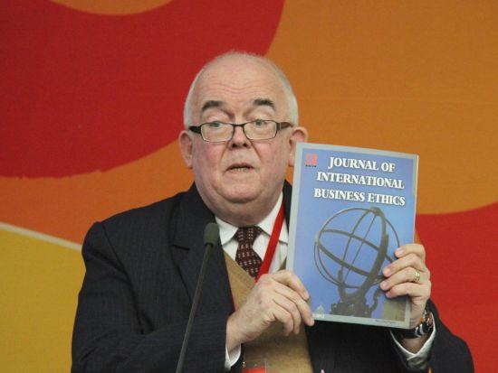 图为对外经济贸易大学国际经济伦理研究中心案例研究所主任丹宁思发言。