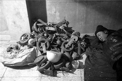北京百余农民工宿舍被拆 大批生活用品被埋(图)
