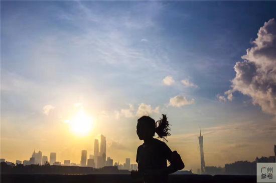 广州:天空如明镜 云彩有柔情
