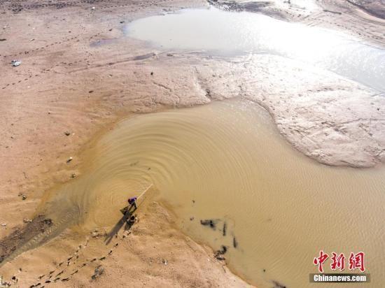 """保护湖泊水资源 中国实施""""湖长制"""""""