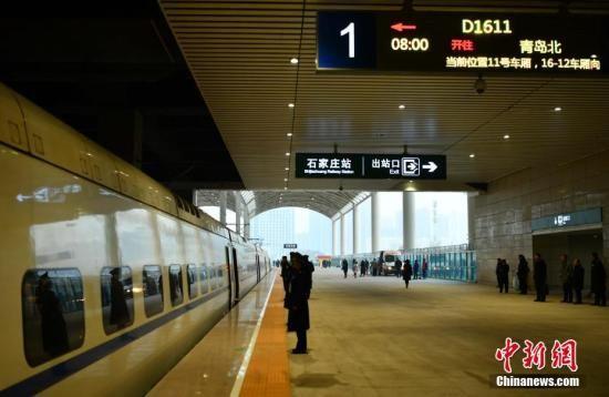 """中国高铁网""""四横""""收官 """"老铁路""""后代见证飞速发展"""