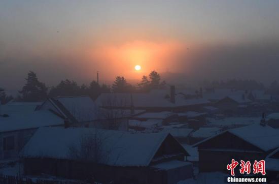 """黑龙江漠河-45℃极寒天气现""""冰雾"""""""