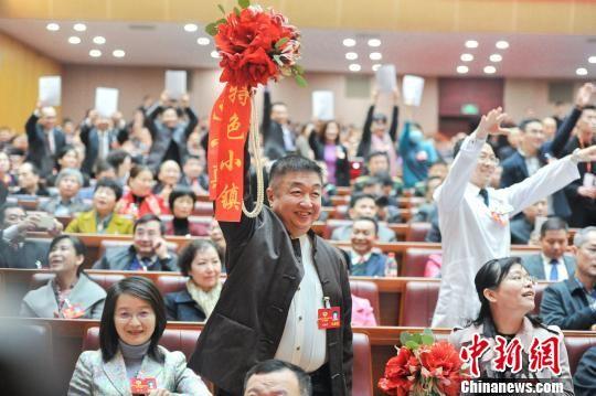 """粤政协""""抢麦大战""""港澳青年表现积极""""大湾区""""热词频现"""