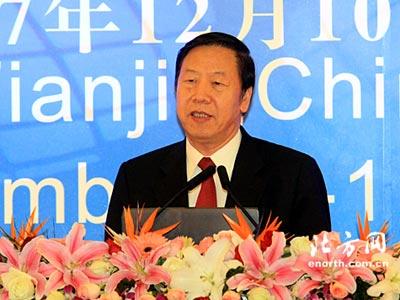 图文:天津市市长戴相龙演讲
