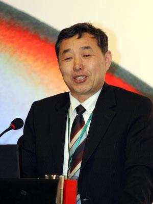 图文:发改委能源研究所副所长李俊峰发表演讲