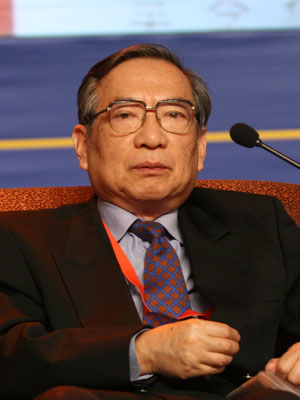 图文:中国国际金融学会副会长吴念鲁