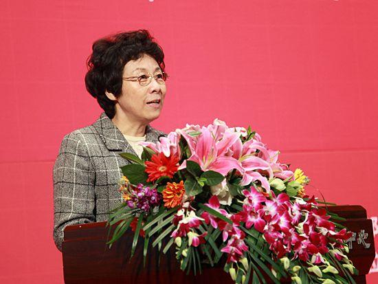 """""""第八届中国文化产业新年论坛""""于2011年1月8日-9日在北京召开。上图为十一届全国人大常委会副委员长严隽琪。(图片来源:新浪财经 梁斌 摄)"""