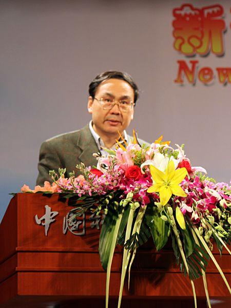 图为中国科学院研究生院副院长苏刚教授致辞。(图片来源:新浪财经 全权摄)