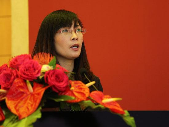 太阳雨太阳能有限公司售后服务经理何洪侠(图片来源:新浪财经 梁斌 摄)
