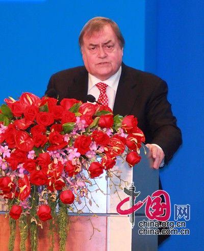 """由中国国际经济交流中心主办的""""第二届全球智库峰会""""于2011年6月25-26日在北京召开,主题为""""全球经济治理:共同责任""""。图为英国前副首相约翰-普雷斯科特讲话。  图片来源:中国网"""