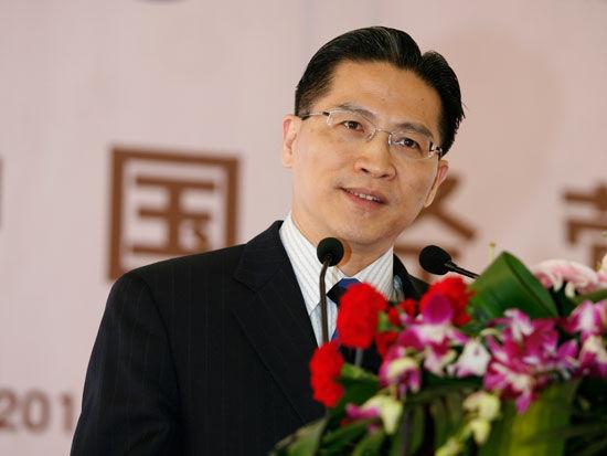 """由中国经营报社主办的""""中国经营论坛(鄂尔多斯)""""于2011年9月8日在鄂尔多斯举行。上图为上海政协副主席周汉民。(资料图片)"""