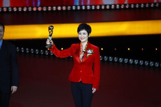 图为获奖者中国电力国际有限公司董事长李小琳女士