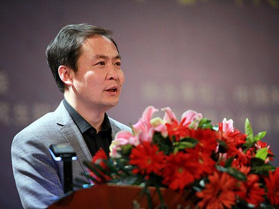 2012第五届中科院青年创业大赛开幕式于4月28日在北京举行。上图为共青团中央学校部副部长杜汇良。(图片来源:新浪财经 梁斌 摄)