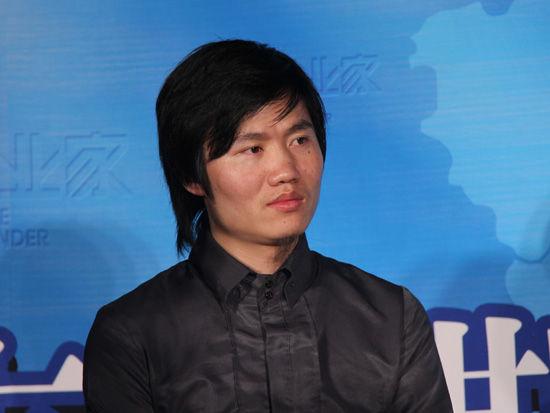 由《创业家》杂志社主办的2012黑马大赛发布会于2012年6月20日在北京举行。图为芳草集CEO吕长城发言。(来源:新浪财经 任立殿摄)
