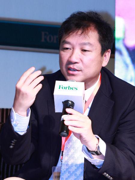 """""""福布斯中国县级城市投资与发展论坛""""于2012年9月26日在江苏昆山举行。上图为IDG资本创始合伙人章苏阳。(图片来源:新浪财经)"""