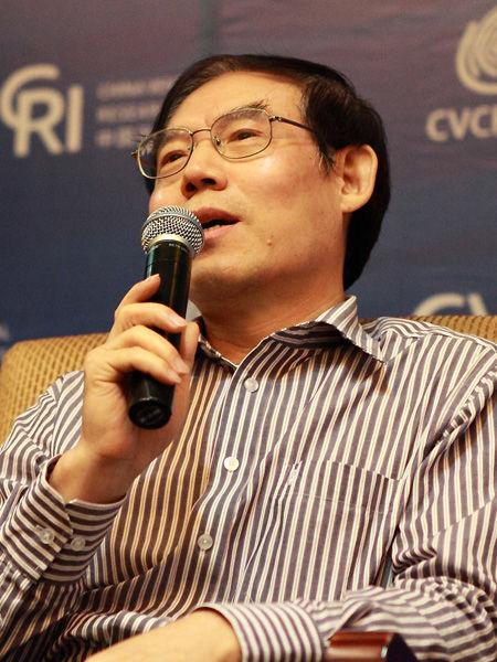 """""""2012中国风险投资论坛―第七届振兴东北投资高峰会""""于9月13-14日在沈阳召开。上图为科学技术部科研条件与财务司副巡视员邓天佐。(图片来源:新浪财经)"""