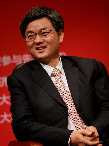 """""""中国经济学家年度论坛暨中国经济理论创新奖(2012)颁奖典礼""""于2012年11月17日在北京召开。上图为中国人民大学经济学院院长杨瑞龙。(图片来源:新浪财经 梁斌 摄)"""