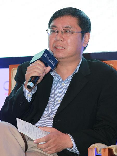 """""""三亚-财经国际论坛""""于2012年12月15日-17日在海南省三亚市举行。上图为中国人民银行金融研究所所长金中夏参加论坛。(图片来源:新浪财经 梁斌 摄)"""