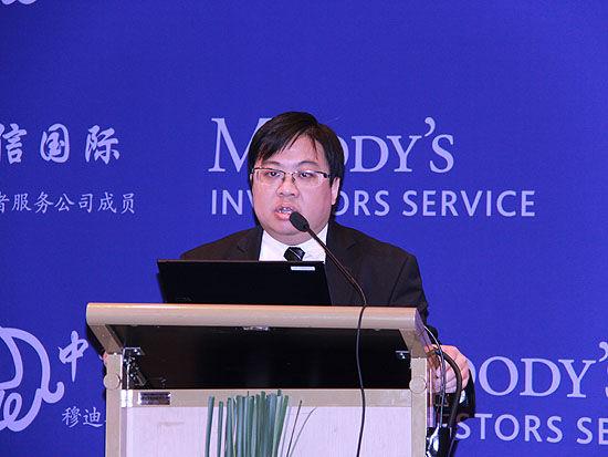 上图为穆迪项目与基建融资部副总裁、高级信用评级主任钟汶权先生。(图片来源:新浪财经 摄影:韩锦星)