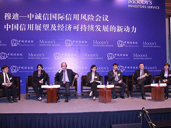 上图为嘉宾小组圆桌讨论环节。(图片来源:新浪财经 摄影:韩锦星)