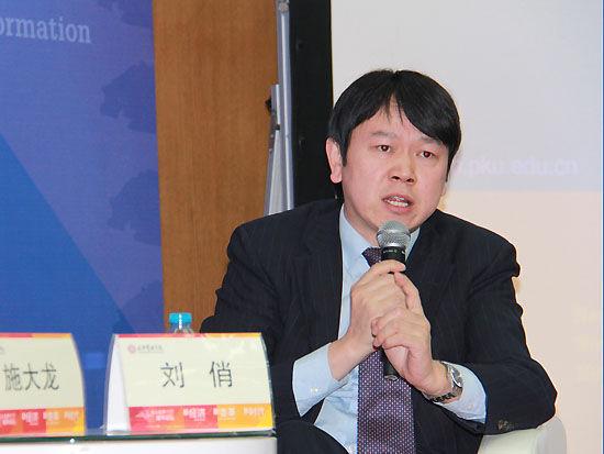 上图为圆桌讨论嘉宾北京大学光华管理学院教授刘俏。(图片来源:新浪财经 摄影:韩锦星)