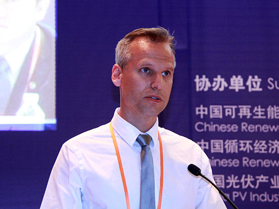 """由全联新能源商会主办的""""第八届中国新能源国际高峰论坛""""将于2014年6月7~8日在北京・国家会议中心召开。联合国工业发展组织高级顾问、中欧环境治理项目经理龙迪。(图片来源:新浪财经 刘海伟 摄)"""