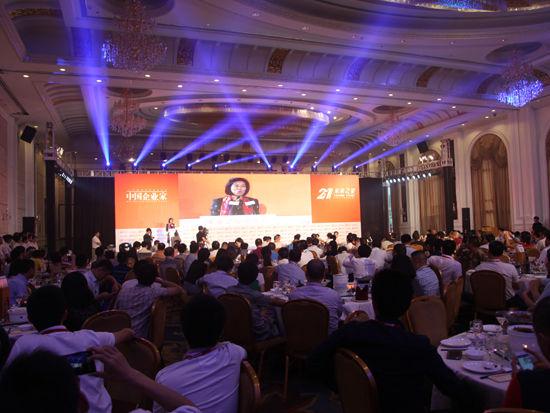 """""""第十四届中国企业未来之星年会""""于2014年6月27日-29日在湖北省咸宁市举行。上图为未来之星-政府欢迎晚宴。(图片来源:新浪财经 梁斌 摄)"""
