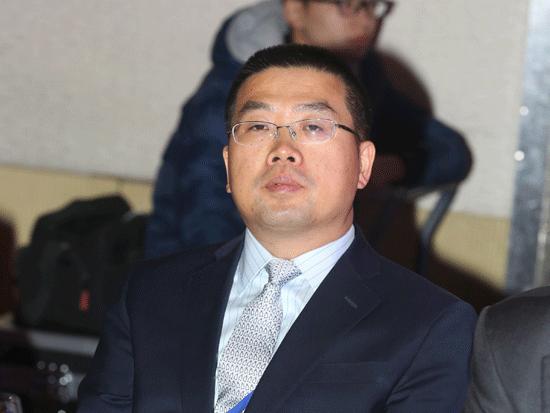 """由《英才》杂志、新浪网、北京青年报共同主办""""2014(第十四届)中国年度管理大会""""于11月28日在北京举办。上图为华夏银行副行长黄金老。(图片来源:新浪财经)"""