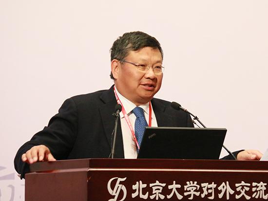 长江商学院创办院长、中国商业与全球化教授项兵(图片来源:新浪财经 顾国爱 摄)